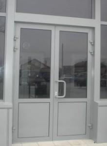 холодная алюминиевая дверь