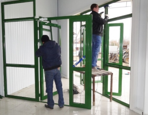 монтаж алюминиевой двери